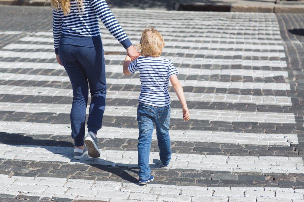 Переходим дорогу с малышом