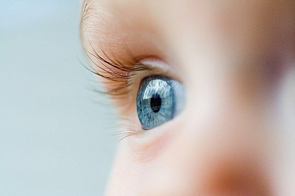 Почти все дети рождаются с голубыми глазами