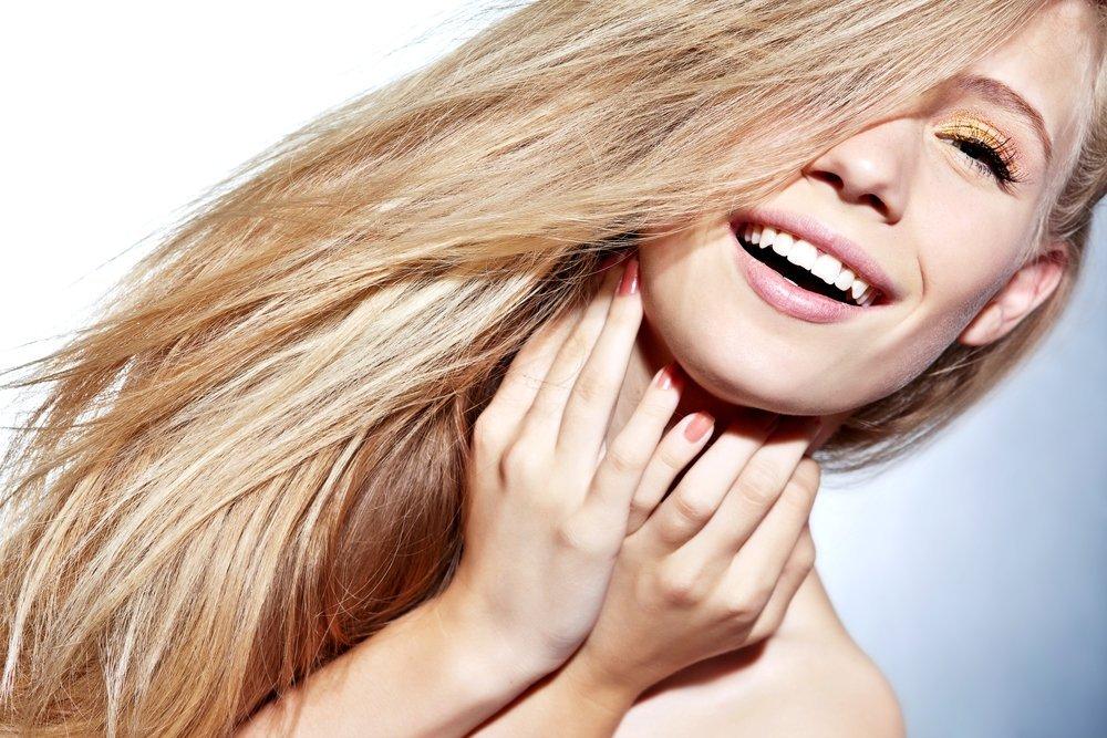 Осторожность при уходе за сухими и ломкими волосами