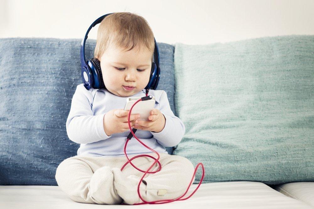 Может ли малыш сесть ранее срока или позже?