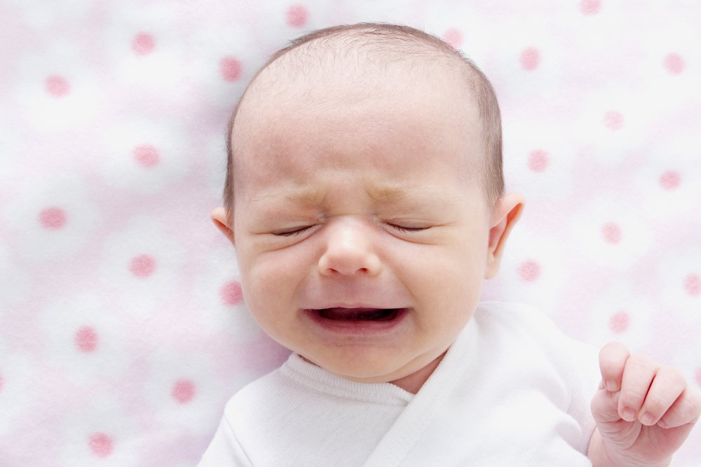 Проявления запора: боли в животе, капризы, плач