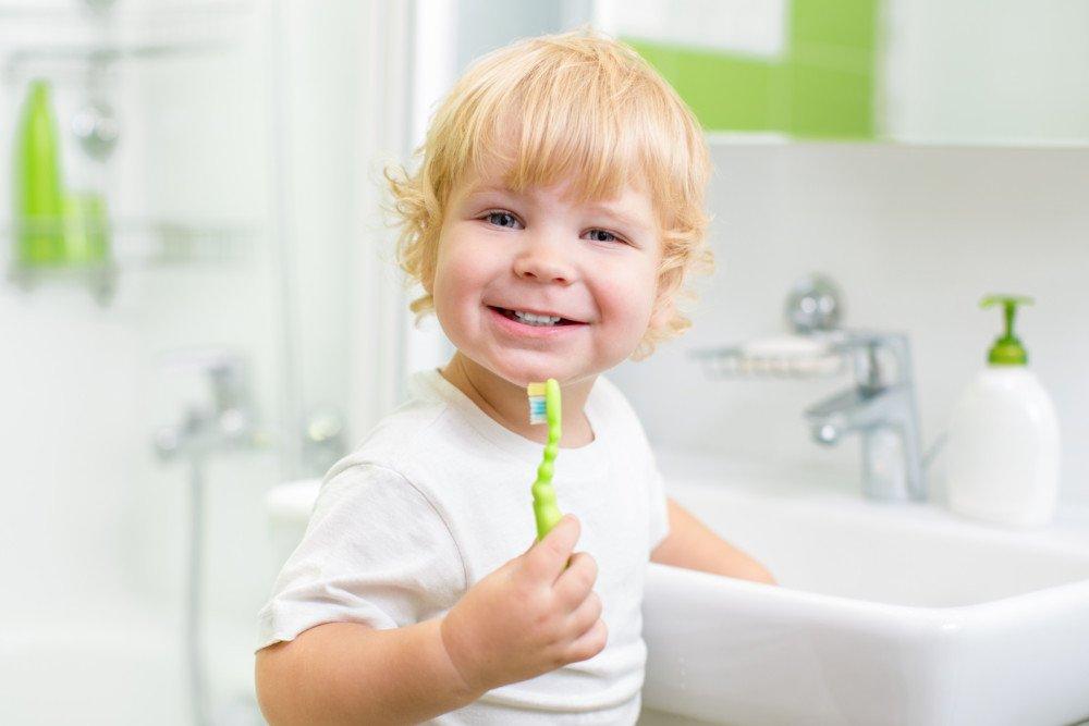 Зачем нужно чистить зубы у детей?