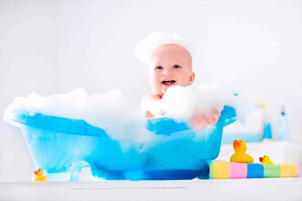 Водные процедуры: с какого возраста детей можно начинать обливания?