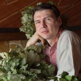 Михаил Огурцов, врач-хирург, флеболог, массажист, практикующий занятия йогой, системы белояр и остеокинезиса, специалист банного парения и иглоукалывания