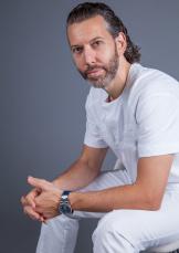 Андрей Григорьянц, кандидат медицинских наук, руководитель научно-клинического центра челюстно-лицевой хирургии и стоматологии, эксперт Oral-B и Blend-a-med