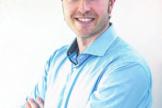 Иэн Саллис, трихолог, член International Association of Trichologists и European Hair Research Society