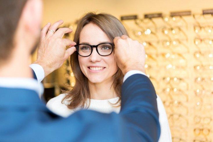 Очки — самый популярный оптический прибор