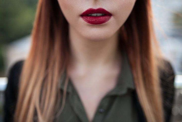 Вишня: яркая косметика для вечернего макияжа