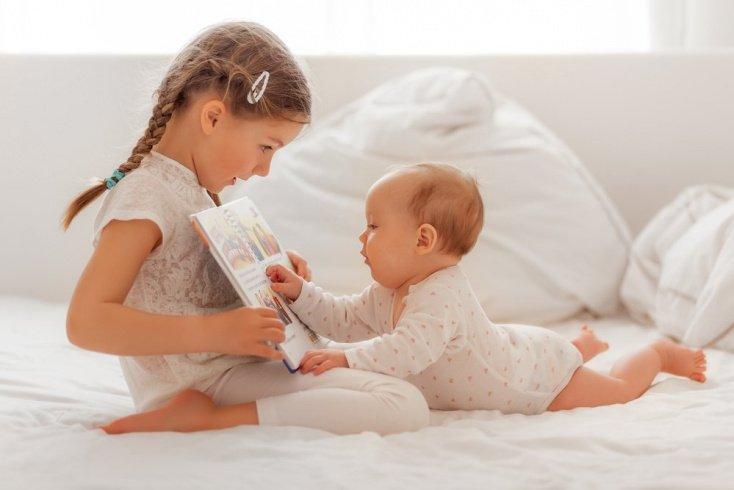 Дети живут вместе: общая комната для старшего ребенка и младшего