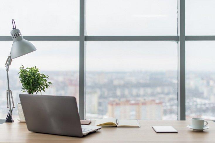 Офисный стол и рабочее место