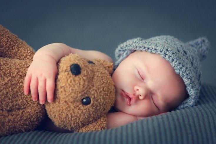Уход за новорожденным: общение с домочадцами