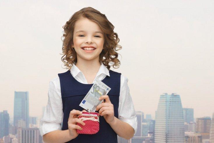 Как контролировать расходы ребенка?