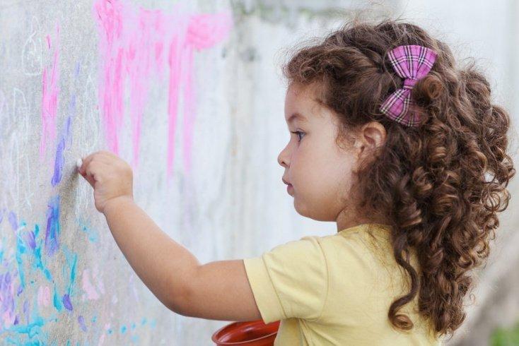 Ребенок из Зазеркалья: как вырастить левшу?