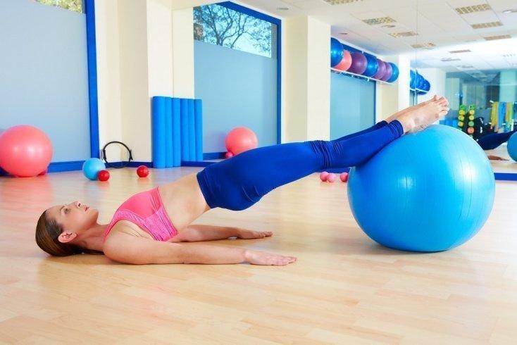 Комплекс фитнес-упражнений с гимнастическим мячом