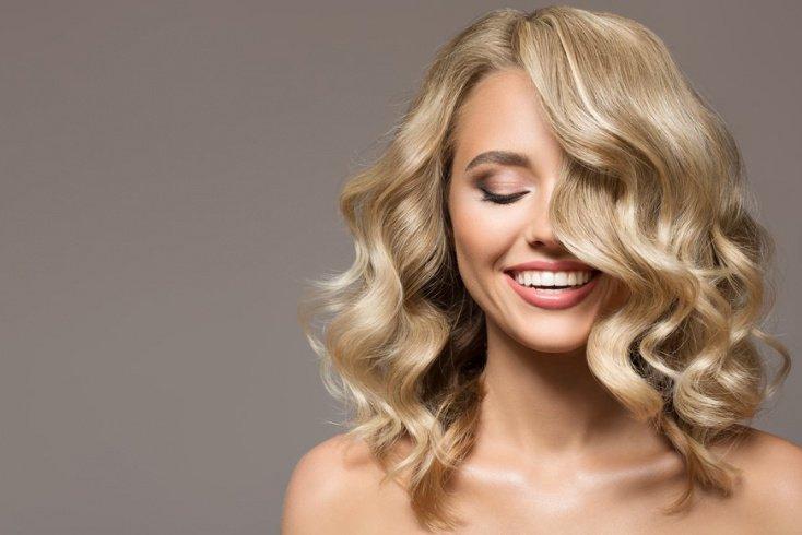 Вьющиеся волосы: увлажнение и смягчение непослушных кудрей
