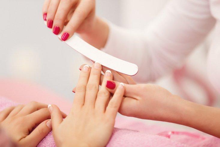 Как самостоятельно сделать миндалевидные ногти?