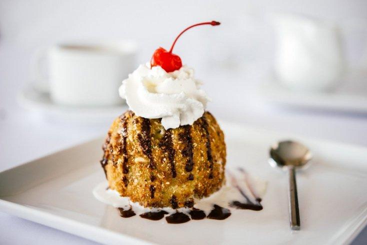 Жареное мороженое на десерт