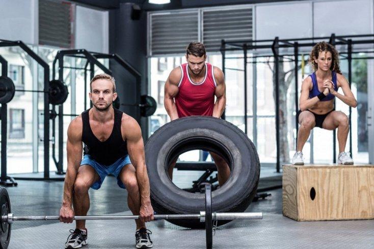 Особенности физической нагрузки кроссфита в зале и дома