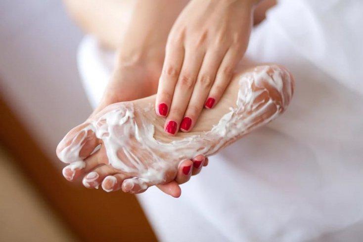 Как вернуть красоту сухой коже ног в домашних условиях?