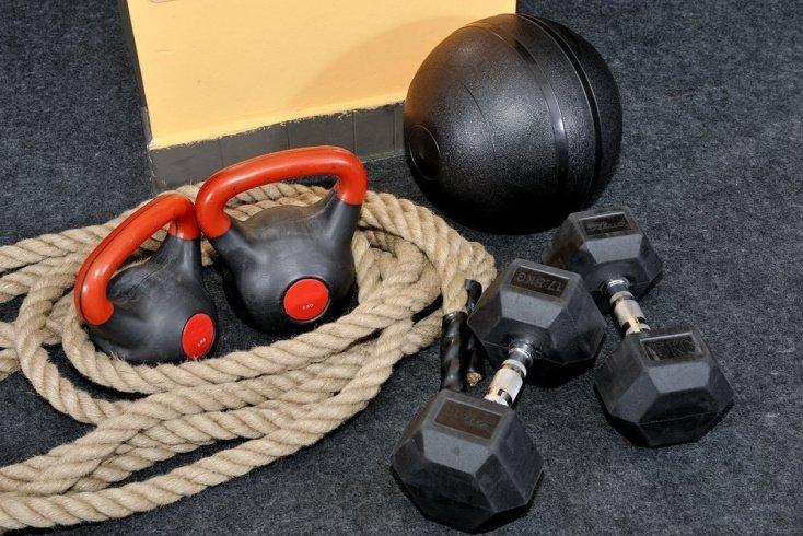 Занятия фитнесом дома: особенности, программа тренировок