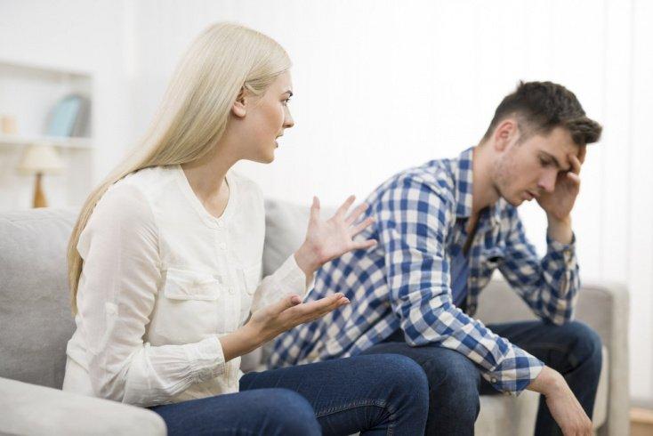 Ошибка № 3: постоянная критика поступков мужчины и его сравнение с другими
