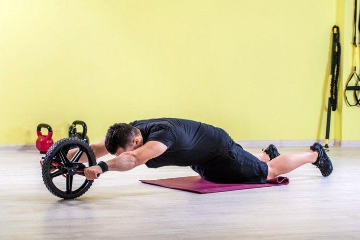 Базовые фитнес-упражнения с роликом