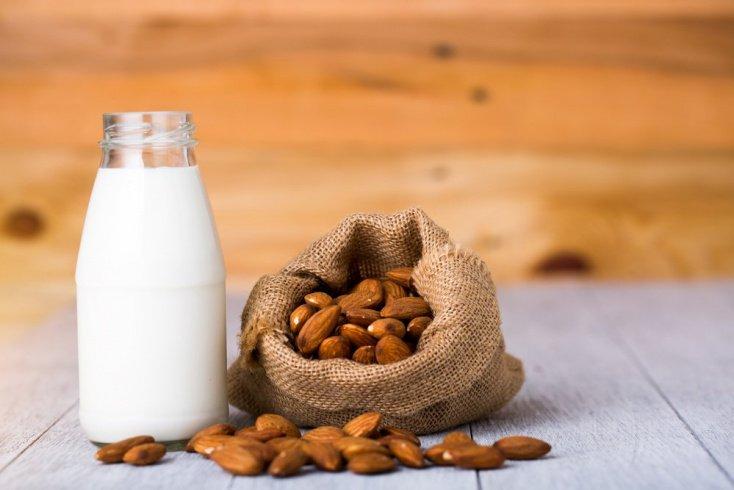 Миндальное молоко и витамины