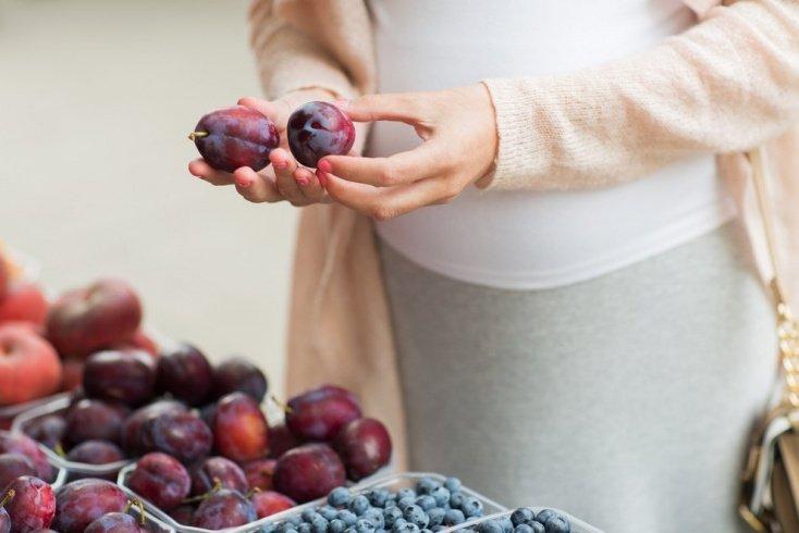Сливы — вкусно и полезно при беременности