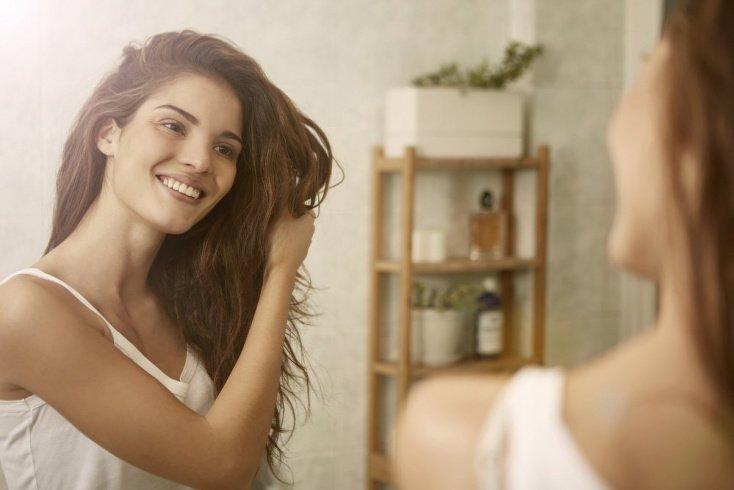Как расчесывать кудрявые волосы?