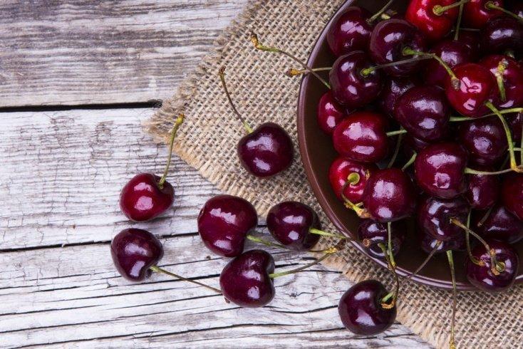 Польза черешни в питании женщины