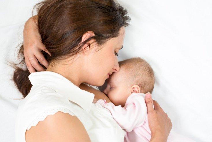 Отлучение малыша от груди, но не от матери