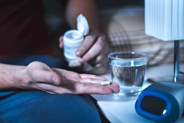 Как побочный эффект от приема лекарств