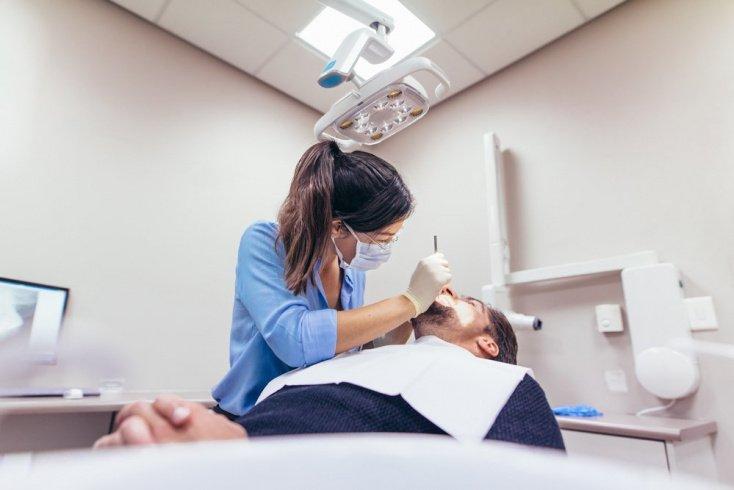 Можно ли заразиться у стоматолога или в косметологическом кабинете?