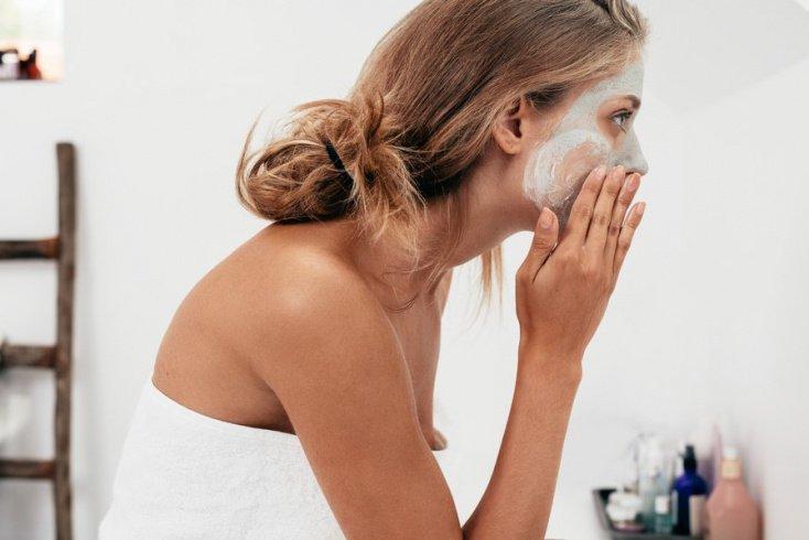 Как правильно наносить маски на кожу лица?