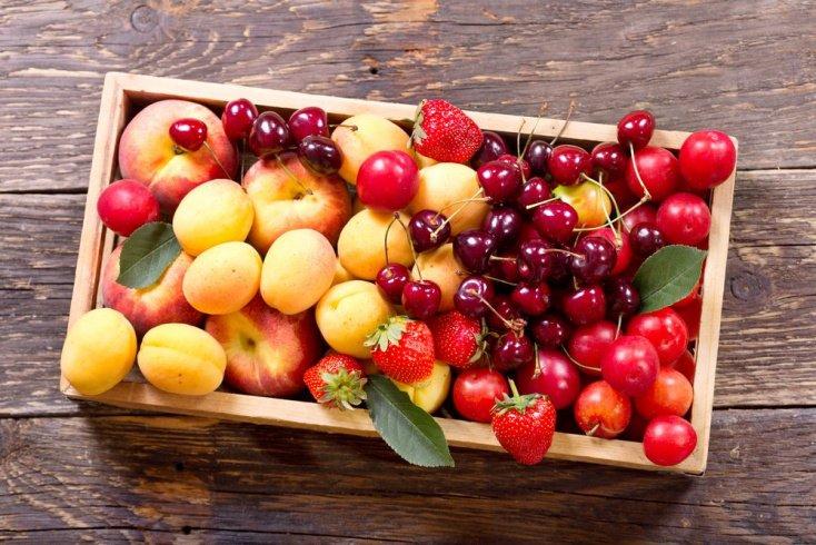 Сюрприз из коробки с фруктами