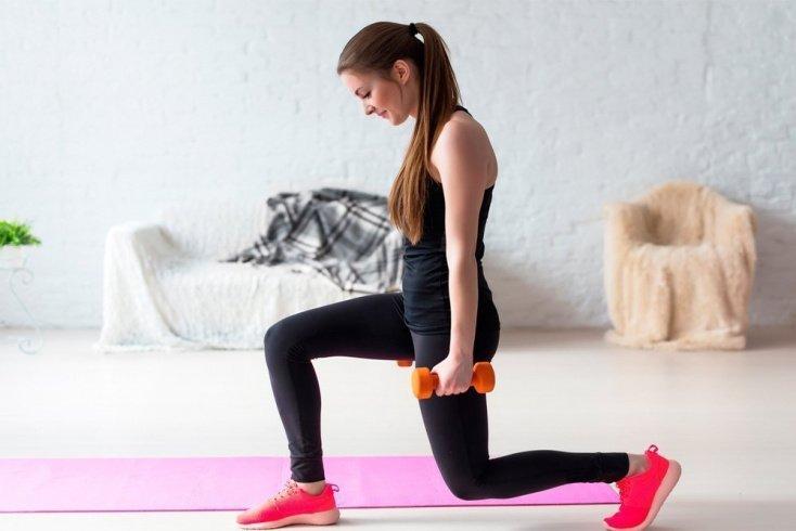 Упражнения с гантелями для тренировки ног
