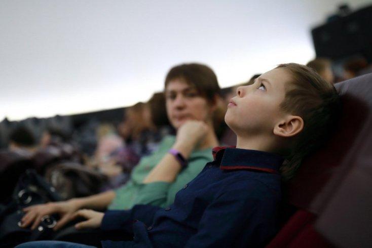Зачем родители показывают ребенку старые фильмы?