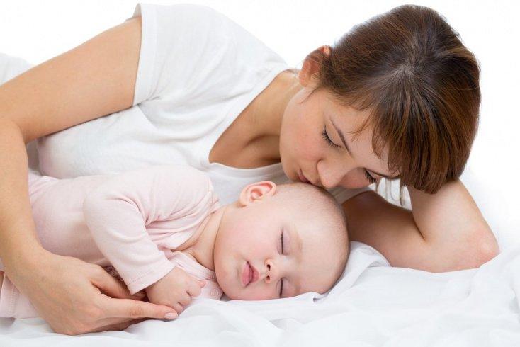 Поцелуи грудничка влияют на состав молока