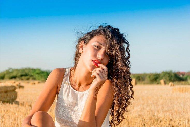 Почему вьющимся волосам необходим особый уход?