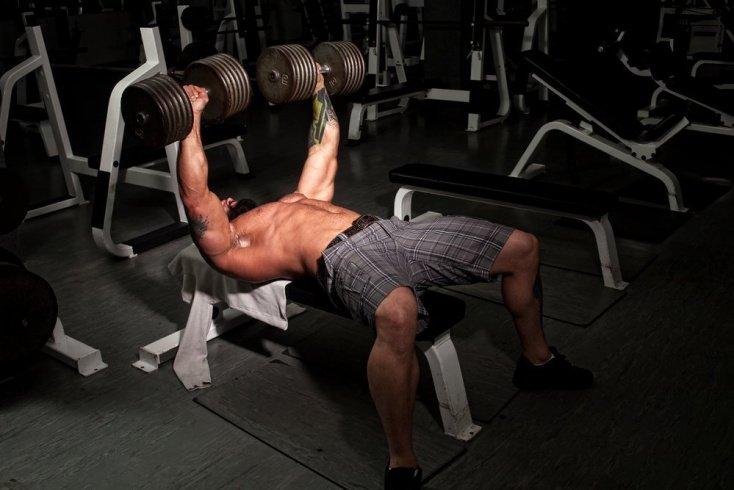 Фитнес-тренировки для роста мышц на руках и плечах