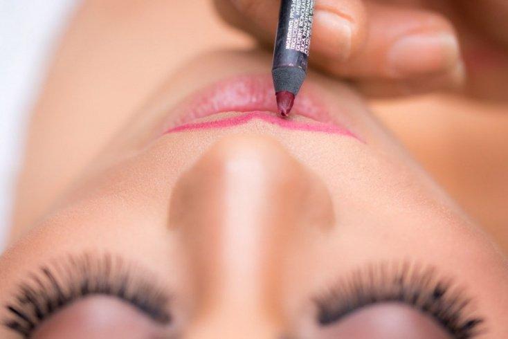 Нечеткий контур губ: красивый макияж по технике омбре