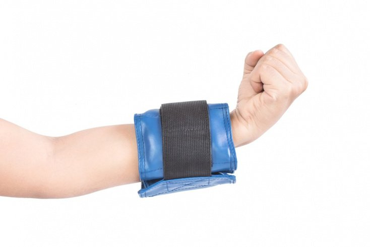 Упражнения с утяжелителями для рук и груди