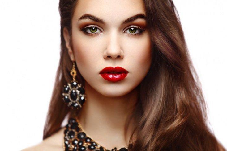 Правильный макияж в красном цвете: как избежать эффекта воспаленных глаз