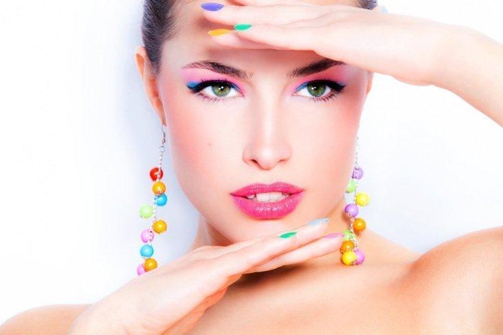 Правила нанесения радужного макияжа на кожу век