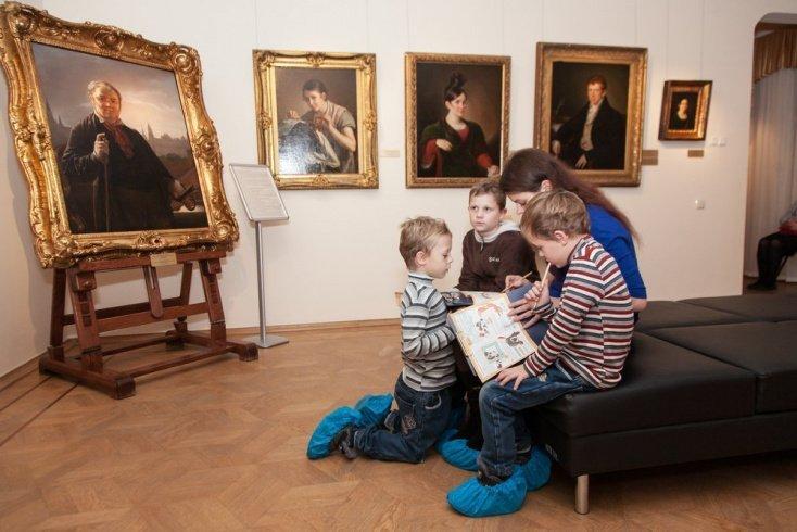 Роль живописи в развитии ребенка Источник: Maffi / Shutterstock.com