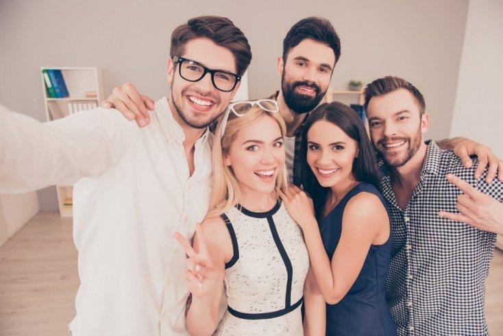 Как сохранить хорошую дружбу на работе?