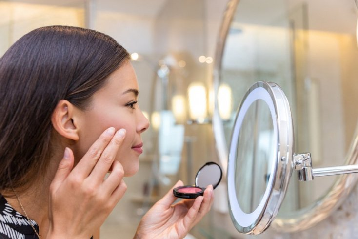 Как наносить на лицо тональный крем?