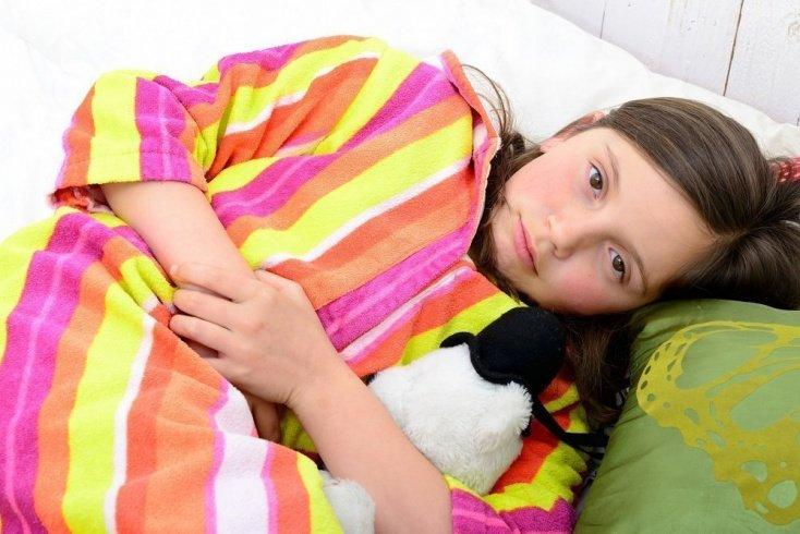 Рвота у ребенка: чем помочь малышу до приезда врача?