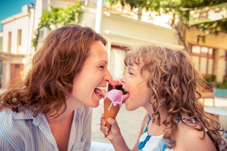 Когда можно добавить в питание малыша мороженое?