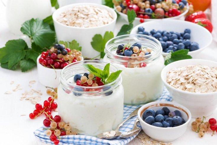 Микс из фруктов и йогурта